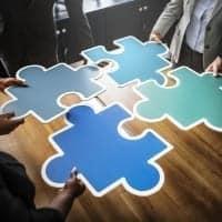 Vier Puzzleteile stehen für die 4 Fragen des 4-mats